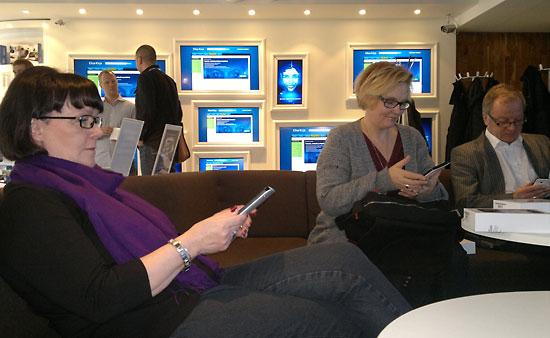 Le livre électronique, un marché en pleine croissance en Finlande : éditeurs comme libraires se sont investis sur ce créneau, sur lequel sont également présents des opérateurs téléphoniques comme le groupe Elisa (la photo ci-dessus a été prise dans une boutique Elisa).