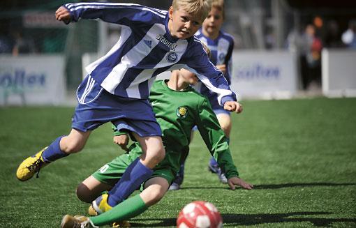 Fußball ist bei Kindern der beliebteste Sport.