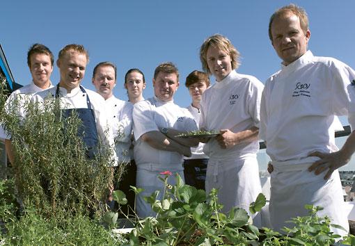 Le sens de l'innovation des restaurants ne se manifeste pas que dans les cuisines : au Savoy, dans le centre d'Helsinki, on fait pousser des fines herbes et des légumes bio sur le toit-terrasse pour le plus grand plaisir des clients. A noter aussi la présence d'une colonie d'abeilles !