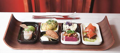 Les restaurants proposent souvent des « sapas », ou tapas à la finlandaise, un concentré de toutes les saveurs locales qui plaît beaucoup.