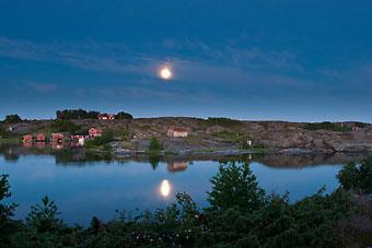 Ein besonderes Highlight für die Besucher im Kökar-Archipel in Åland ist eine Bootfahrt an den Hunderten von Schären vorbei.