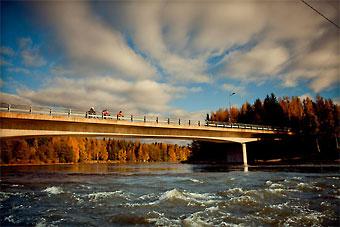Der Kymijoki-Fluss in Kotka gehört zu den größten Flüssen in Südfinnland und ist eine der wichtigsten Energiequellen für Wasserkraft.