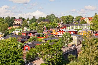 A antiga cidade de Porvoo é composta predominantemente por ruas medievais e casas de madeira.