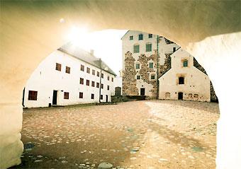 O Castelo de Turku é a maior construção medieval existente na Finlândia.