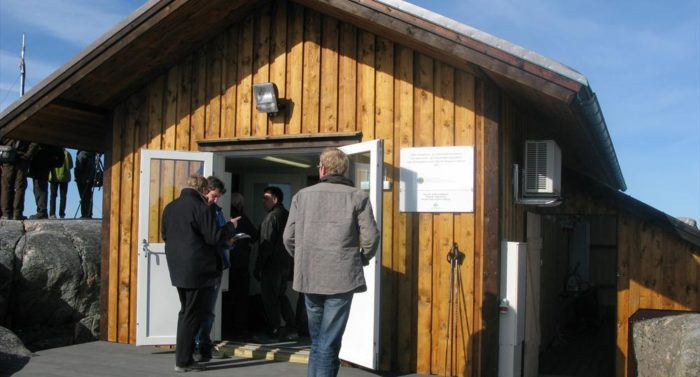 A group tours Utö's new marine and atmospheric research station.