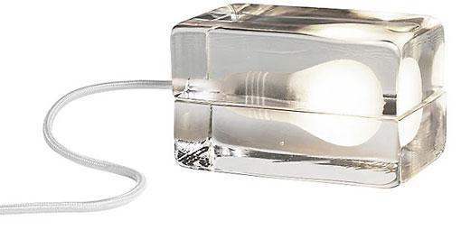 Невозможное, превращённое в реальность: получившая множество премий Блок-Лампа Харри Коскинена,своей легкой внутренней частью напоминает кубик льда,эта лампа мгновенно стала классиком проекта после её выпуска в 1996. Музей Современного искусства Нью-Йорка добавил её как часть своей коллекции 2000 года