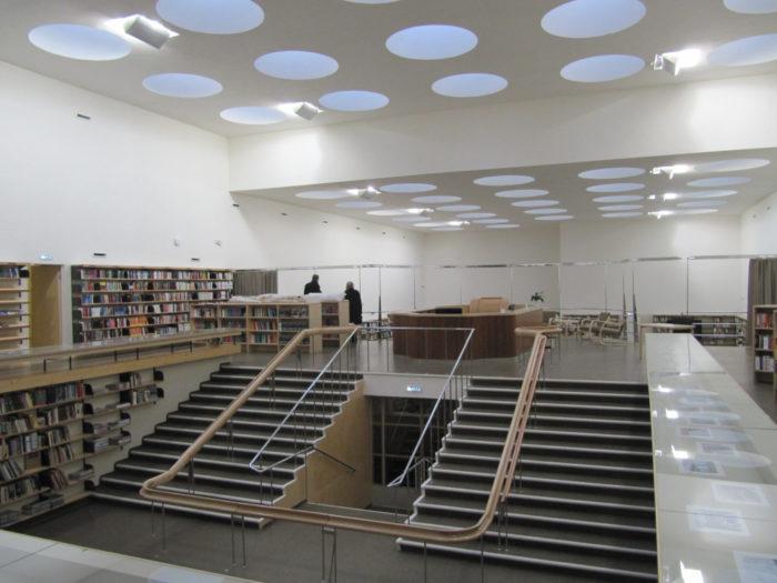 В библиотеке Алвара Аалто все способствует общению с книгой: здесь много света, удобная мебель.
