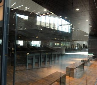 The core of the Music Centre is the main concert hall with a capacity of 1,700. Outside the hall is a light-filled foyer with glass walls.