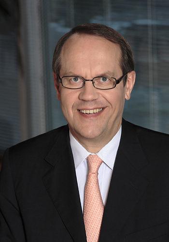 Portrait of a smiling Jorma Ollila.