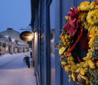 Porvoo and its enchanting seasonal markets are only a stone's throw away from the Finnish capital.