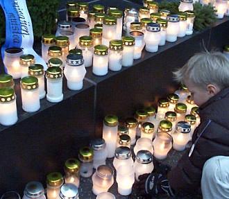 烛光墓地的圣诞夜,芬兰