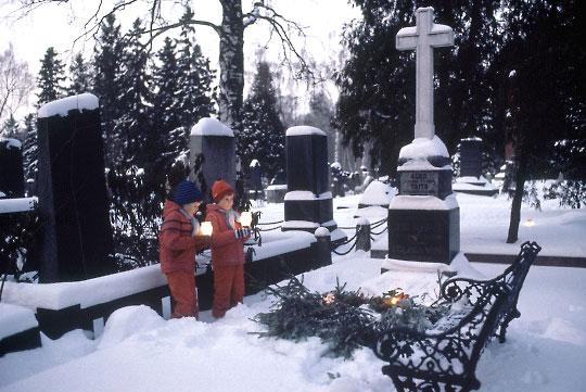 2542-cemetery2_b-jpg