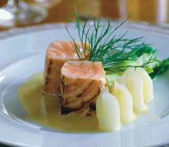 Tower of grilled salmon with Sauternes sauce