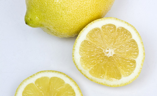 2609-lemon_flickr_angerhart_cc-by-nc-sa-2-0_550px-jpg