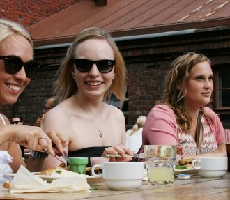 At Siltanen you can enjoy a Berlin-style brunch with friends while a DJ spins tunes in the background.