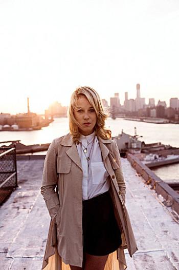 Lotta Nieminen hat sich in Brooklyn, New York, niedergelassen.