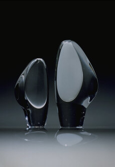 Lancet II, sculptures, clear and white opal glass. Hand shaped and molded in wood, 1952. Iittala Glassworks, Finland. Grand Prix, 1954 Triennale di Milano.