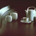 Suomi系列陶瓷餐具<br></a>咖啡壶,咖啡杯,奶油和糖罐,带不锈钢把手的瓷罐,1974年。Rosenthal Ag,Selb,德国。意大利总统金奖,Faenza 1976