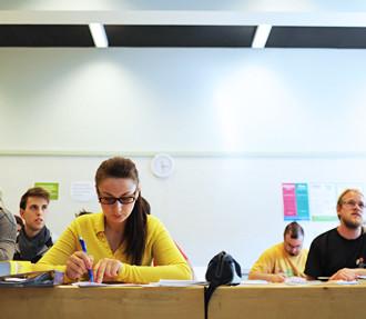 Finés, Finlandia, Helsinki, Työväenopisto, Eero Julkunen, lengua finesa, gramática, Universidad de Ostrobotnia del Norte, lingüística, aprender, estudiar