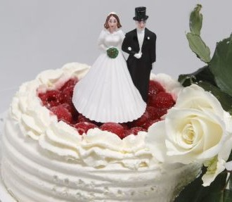 """Finnish is a piece of cake: """"Vihkiäiset"""" (wedding ceremony) and """"häämatka"""" (honeymoon) are two of the words we found when we took the plunge towards a larger vocabulary."""
