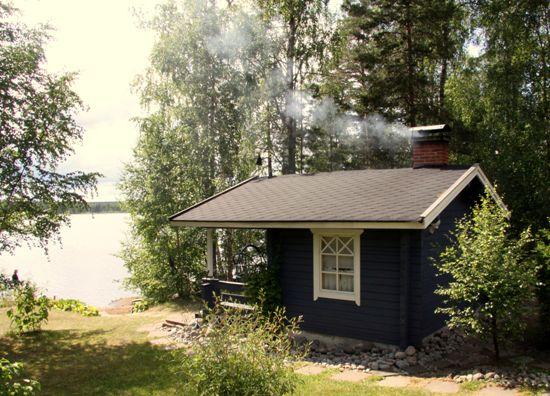 Sauna ist zweifellos das bekannteste finnische Wort – es hat seinen Weg rund um die Welt gemacht. Nach unserer bescheidenen Meinung findet man die besten Saunen trotzdem nach wie vor an den Küsten und Seenufern Finnlands.