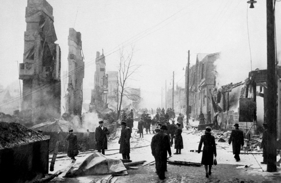 Wartime view of Helsinki: New Finnish Grammar mentions the Soviet bombings of the Finnish capital, which created scenes such as this one in the neighbourhood of Hermanni.