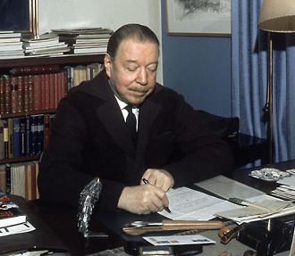 Mika Waltari dans son bureau en 1971.