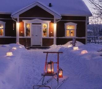 在芬兰度过的第一个圣诞节,度假小屋,滑雪,雪,冰灯笼