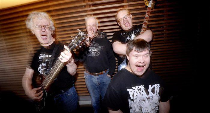 """Im Vergleich zu den übrigen Eurovisionsbeiträgen ist PKNs Musik in positiver Weise """"anders"""", sagt Bassist Sami Helle (hinten rechts)."""