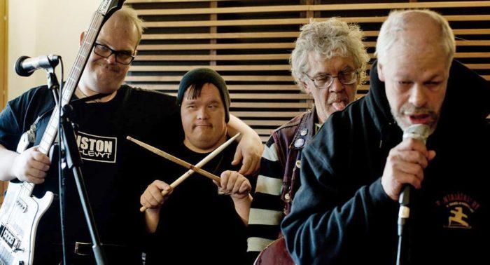 Pertti Kurikan Nimipäivät (PKN), un groupe punk dont les membres sont atteints de troubles d'apprentissage ou d'autres handicaps, a gagné l'honneur de représenter la Finlande au Concours Eurovision de la Chanson 2015.