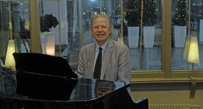 """""""西贝柳斯所有作品的主要特征之一就是旋律感非常强。""""钢琴家兼西贝柳斯研究专家佛克·格拉斯贝克说道。"""