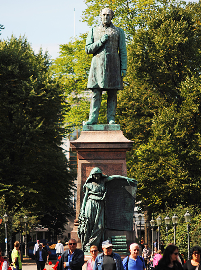 Johan Ludvig Runeberg's memorial (Walter Runeberg, in 1885): Johan Ludvig Runeberg (1804-1877), Finland's national poet stands in Esplanade. On the pedestal of the statue is the Maiden of Finland holds a table with the words of the Finnish national anthem is written by Runeberg.  Photo: Emilia Kangasluoma