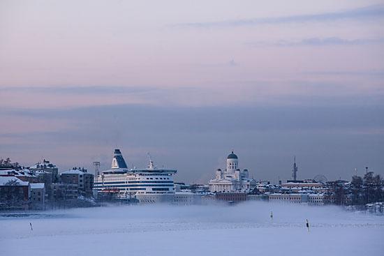 Le port sud d'Helsinki se voile de brumes alors que la température atteint les -20° C et que la mer commence à geler. Photo: Tim Bird