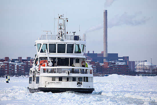 L'eau de la mer Baltique est saumâtre et peu salée – les glaces hivernales dans le Golfe de Finlande au large d'Helsinki dépassent ainsi facilement les 40 centimètres. Photo: Tim Bird