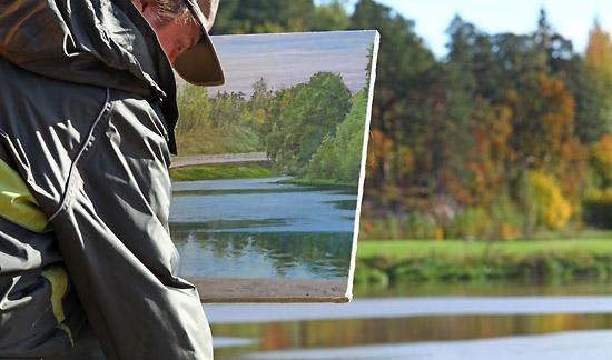 L'image dans l'image : un peintre capture les couleurs avec la touche de lumière adéquate. Photo: Tim Bird