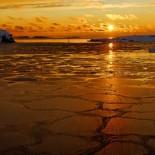Закат зимнего солнца на заливе снят с побережья парка Кайвопуйсто Фото: Niklas Sjöblom