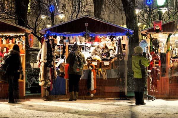 Cada diciembre, al acercarse las vacaciones, se organiza el mercadillo navideño Tuomas, en el parque Esplanadi. Foto: Niklas Sjöblom/taivasalla.net