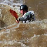 Когда течение особенно бурное, на порогах реки Вантаа проводятся соревнования по гребле на каноэ.