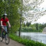 Велосипедные дорожки проложены по берегам реки Вантаа от порогов Питкякоски на севере до Ванхакаупунки. Это прекрасный вариант для велосипедной прогулки на полдня.