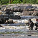 Пороги в Ванхакаупунки, где река вливается в море, привлекают и опытных, и начинающих рыбаков.