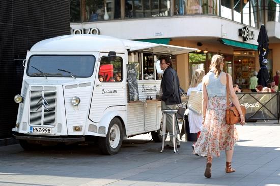 Heiße Stadt, coole Cafés: auf Helsinkis Straßen ist man immer einen Schritt voraus. Foto: Amanda Soila