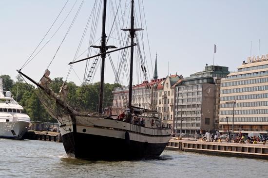Helsinki segelt im Wind: Im Südhafen startet eine Kreuzfahrt. Foto: Amanda Soila