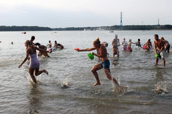 Wenn es zu heiß wird, pilgert ganz Helsinki ans Meer.  Foto: Amanda Soila