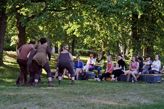 Parkleben: Die Helsinkier mögen es theatralisch. Foto: Amanda Soila