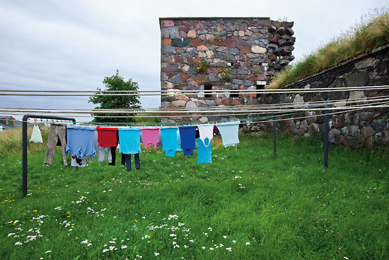 Life goes on: Bright laundry dries beside an ageing battlement on the island fortress of Suomenlinna. Photo: Esko Jämsä