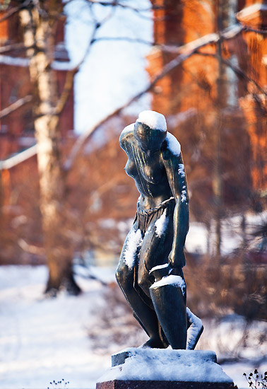 """When out strolling you can suddenly strike treasure,"" writes Kaisa Raittila about the statue of a girl lifting an urn, located in Katajanokka Park near Uspenski Cathedral. Photo: Esko Jämsä"