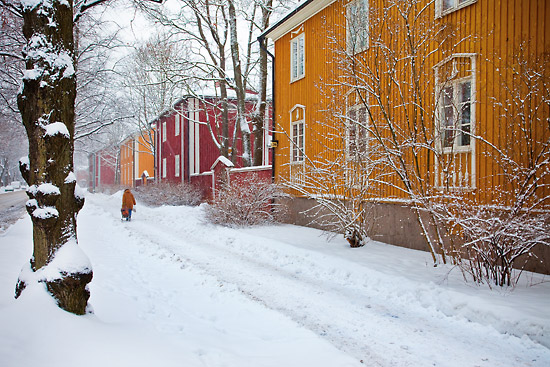 A blanket of snow muffles footsteps along Pohjolankatu in the neighbourhood of Käpylä. Photo: Esko Jämsä