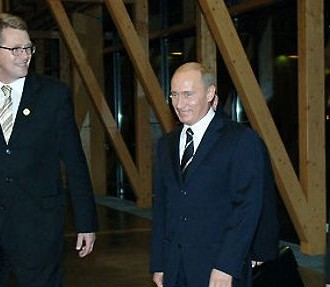 Finland's Prime Minister Matti Vanhanen (left), Russia's President Vladimir Putin and Finnish President Tarja Halonen arrive for the Meeting of Heads of State or Government in Lahti in October 2006. Photo: The Council of the European Union