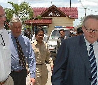 Martti Ahtisaari on the job in Aceh in August 2006, accompanied by Kalle Liesinen, who now works as executive director of Crisis Management Initiative. Photo: CMI