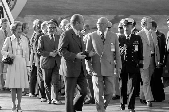 Finnish President Urho Kekkonen (foreground, right) greets US President Gerald Ford on July 29, 1975. Leaders of 35 countries arrived to sign the Final Act of the European Security Conference Summit in Helsinki.